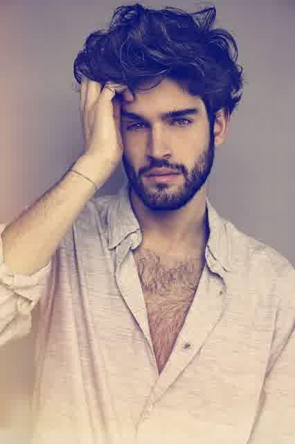 model rambut ikal laki-laki terbaru