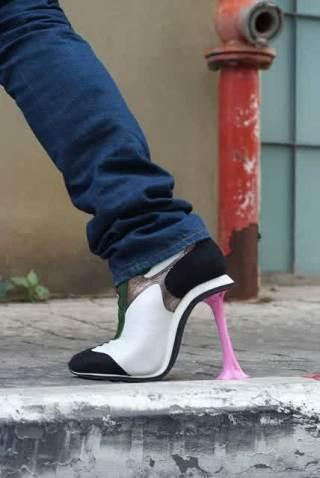 sepatu unik 1