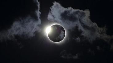 gerhana matahari total peristiwa 33 tahun sekali