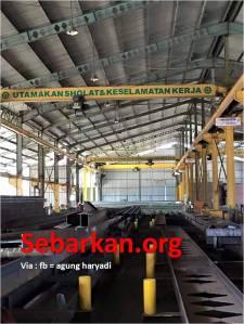 pabrik baja utamakan sholat dan keselamatan kerja