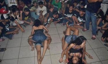 tarian striptis anak smp saat pesta tahun baru