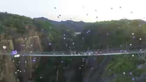 Jembatan kaca di tiongkok