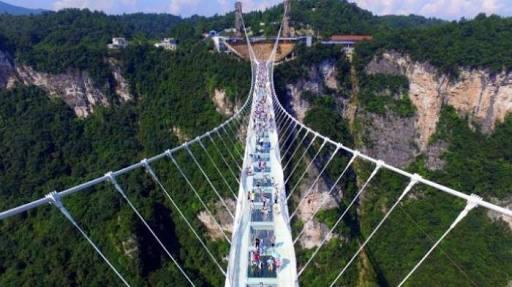 Jembatan kaca terpanjang di Cina