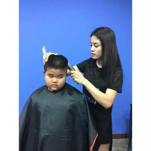 Tukang cukur seksi dari thailand