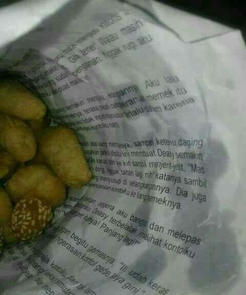 Bungkus gorengan nyeleneh jadi perhatian netizen