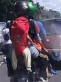 Kelakuan Berbahaya Emak Jaman Now, Gendong Bayi di Belakang Saat DiboncengMotor!